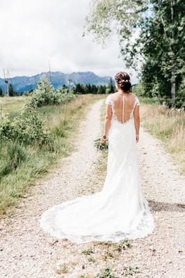 Brautfotos-Natur-natürlich-Spitenkleid-Brautkleid