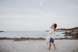 Paarshooting-am-Strand-Beach-Hochzeitsfotos-Hochzeitsreportage-Hochzeitsfotografin-Italien-Mallorca-Beachfotos-Paar