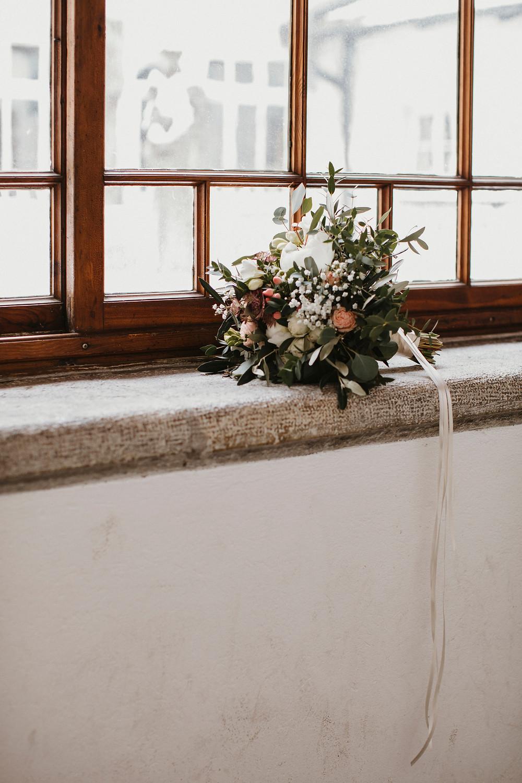 Hochzeit-kloster-solothurn-hochzeitsfotos-brautstrauss-bohobrautstrauss-wild-eukalyptus-gross-bohostyle