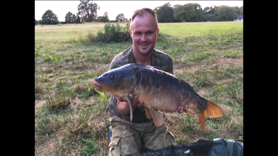 lee buxton with 2019 grafham carp.png