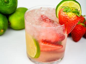 Strawberry-Lime-Vodka-Spritzer-5-500x375