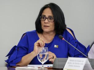 Como Damares Alves saiu de ministra 'periférica' a figura central do bolsonarismo