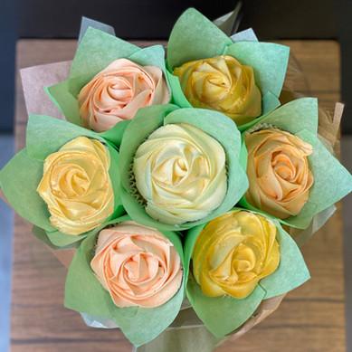 Cupcake Bouquet (Peach, Cream & Gold)
