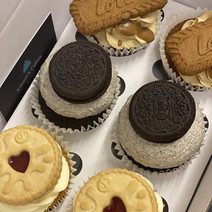 Deluxe Cupcakes (The Biscuit Box)