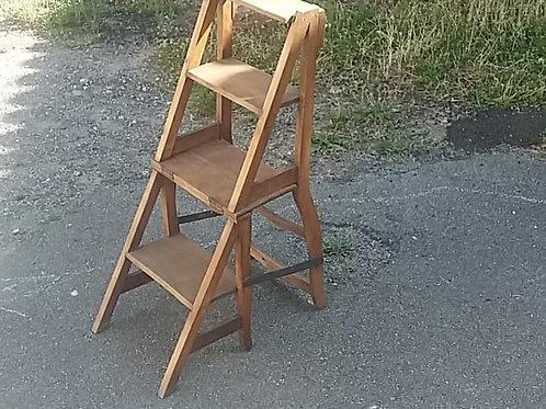escabeau ou chaise prieur