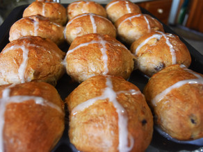 HOT CROSS BUNS (vegan) | Approved by my British father :)