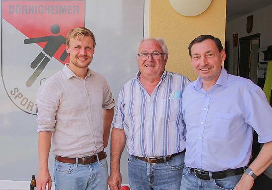 Mit Maintaler Bürgermeisterkandidat Martin Spichal beim Dörnigheimer SV