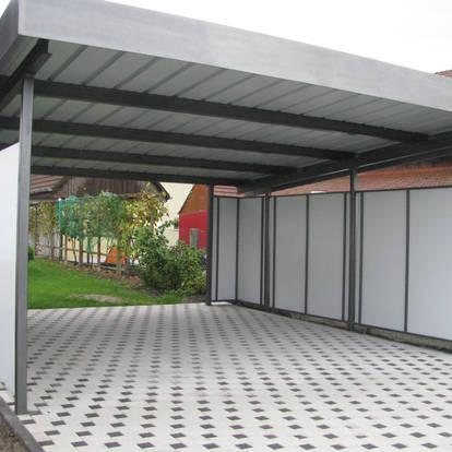 Carport mit Sichtschutzwand
