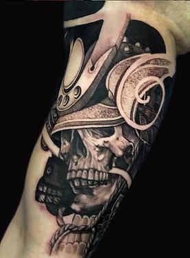 samurai muerte calavera tatuaje en black and grey melissa reyes tattoo tatuadora en guadalajara mexico