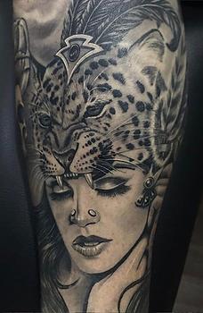 guerrera jaguar maya azteca prehispanico tatuaje sombras Indio Reyes Tattoo Guadalajara Mexico