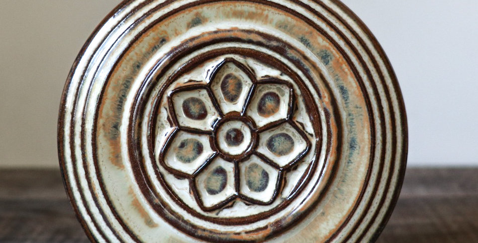 117: Round Wall Tile with Rose Window