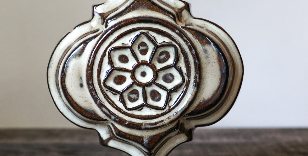 119: Quatrefoil Wall Vase-Rose Window