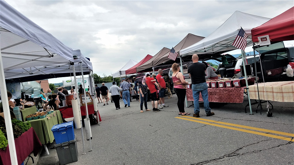 photo of pedestrians and vendors at Vermont Farmers Market, Rutland