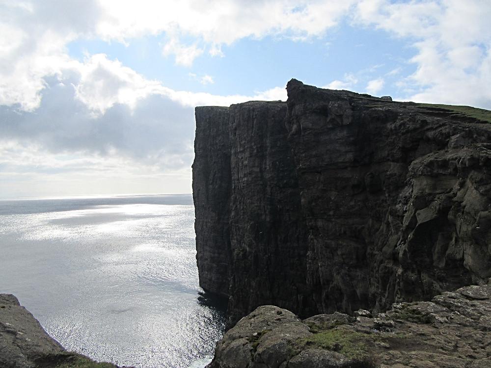 Traveleidoscope:  Lake Sørvágsvatn, Faroe Islands