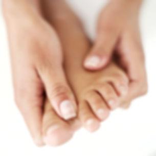 Podologe Fußpflege des Fußes bei einem Diabetiker