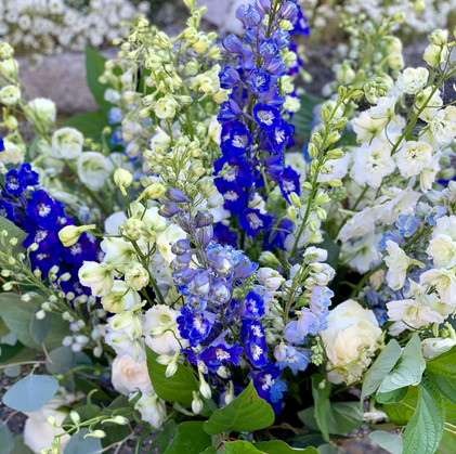 Tall Ceremony Flowers in Shades of Blue and White