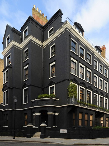 blakes-hotel-architecture-black-house-a-