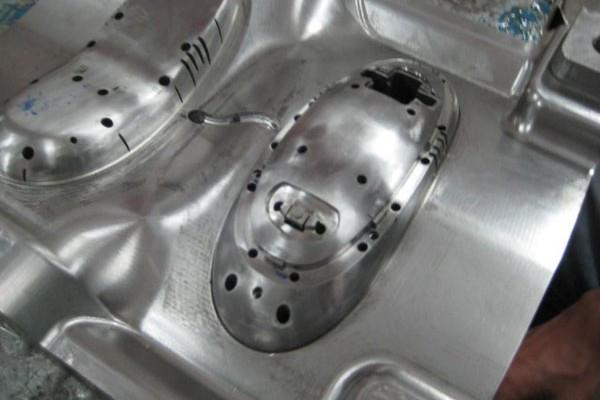 Tooling-006-cglaister-2010-600x400.jpg