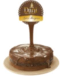 Bolo com Calda de Chocolate
