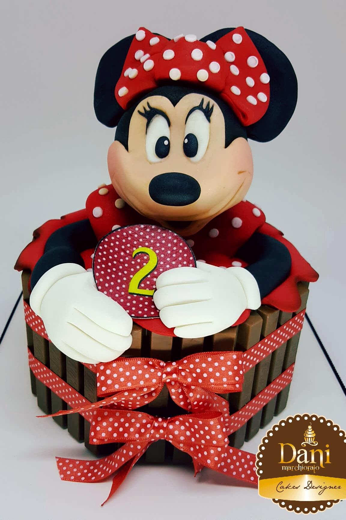 Bolo Kitkat Minnie Vermelha 3D