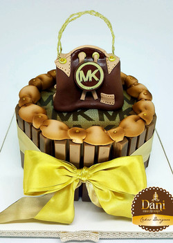 Bolo Kitkat Com Bolsa MK