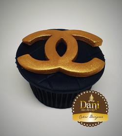 Cupcake Chanel Dourado