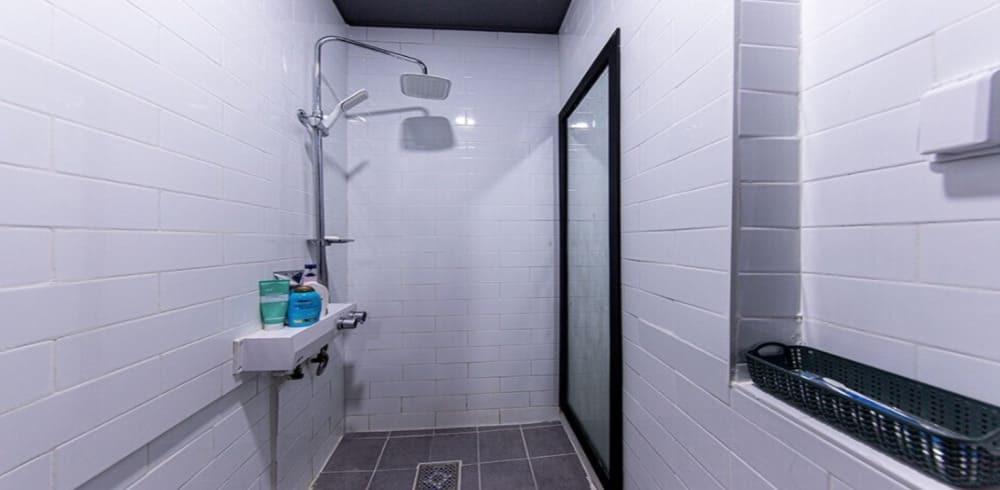 서교동 마사지 구인구직 샤워실
