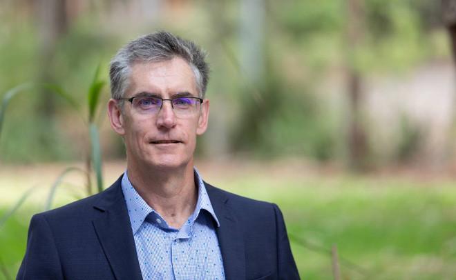 Nhà dịch tễ học Craig Dalton tại Đại học Newcastle