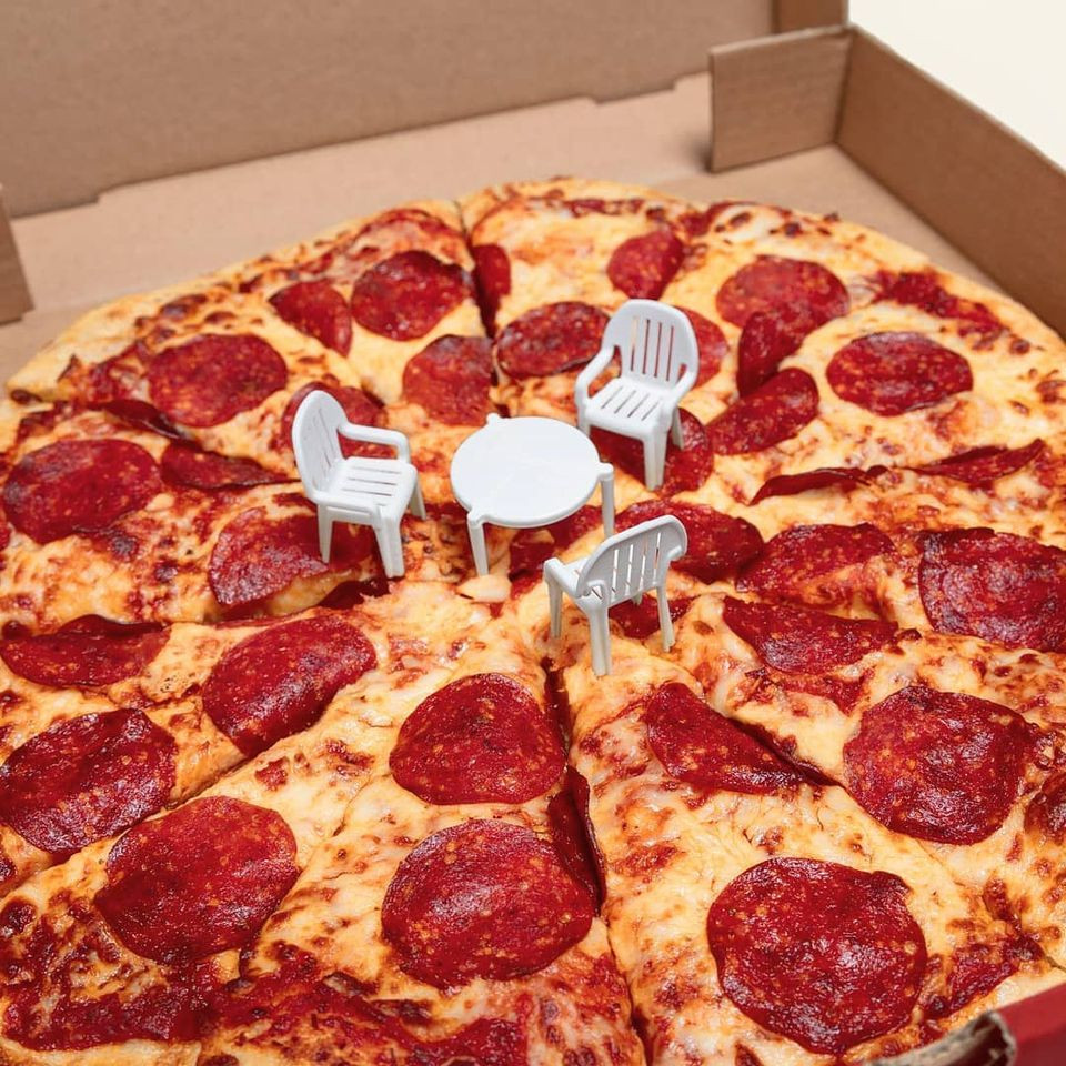 Pizza mohamad kaaki được chụp ảnh vui nhộn