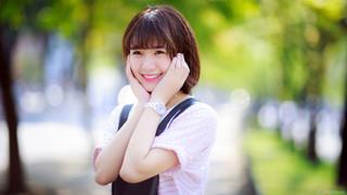 Ảnh gái xinh khuôn mặt trong sáng cười tươi