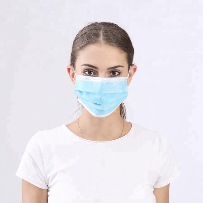Bạn cần đeo khẩu trang và tháo bỏ đúng cách để tránh lây nhiễm ngược mầm bệnh.