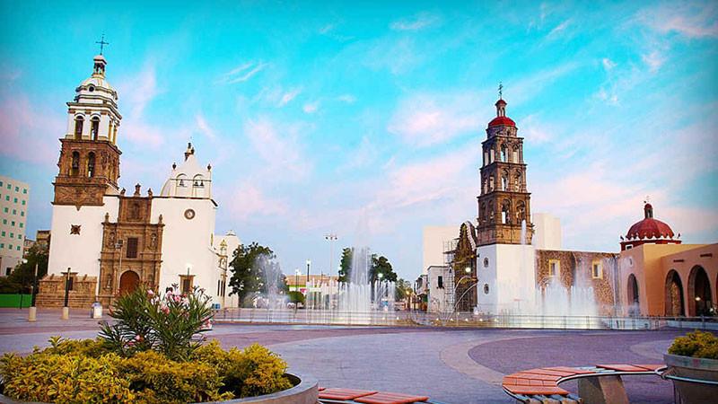 Quảng trường chính và Nhà thờ Irapuato, Mexico