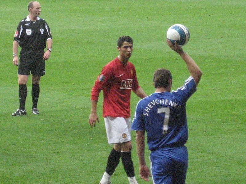 Ronaldo (áo đỏ) trong mùa giải 2007-08