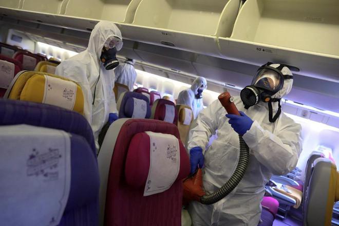 Đây là cách virus corona phát tán trên máy bay, và hàng ghế an toàn nhất mà bạn nên chọn