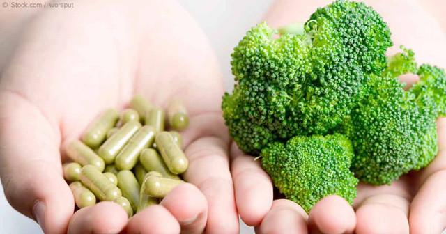 Bạn nên bổ sung dưỡng chất và vitamin thông qua thực phẩm, chứ không phải thực phẩm chức năng.