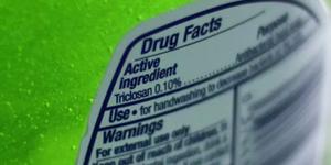 Triclosan là một chất cấm trong sản phẩm nước rửa tay khô.