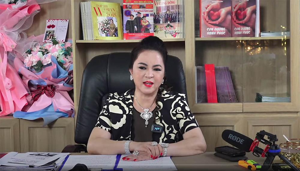 Bà Nguyễn Phương Hằng trong một buổi livestream