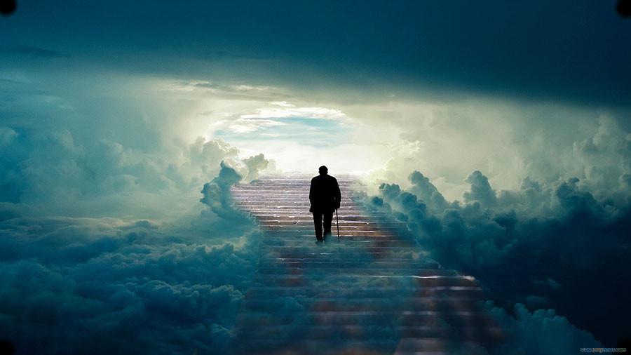 người đàn ông một mình bước lên thiên đường