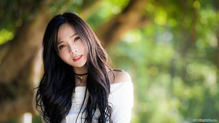 2k-06-smile-girl-wallpaper-1056504.jpg