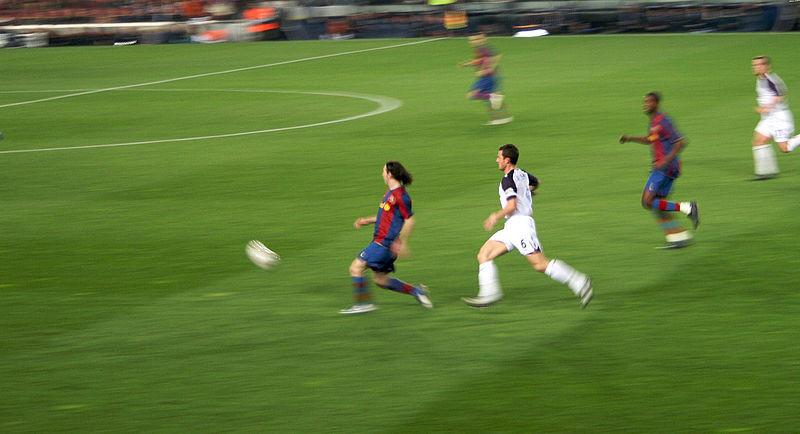 Messi trong trận gặp Rangers vào năm 2007