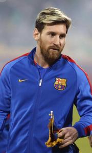Messi cùng Barcelona ở Doha, Qatar trước trận giao hữu với Al Ahli SC, tháng 12 năm 2016