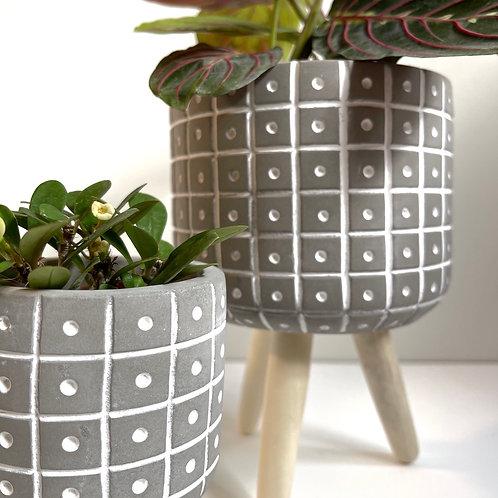 Tripod plant pot -dots & lines