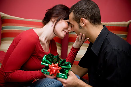 christmas-love-couple-desktop-wallpaper.
