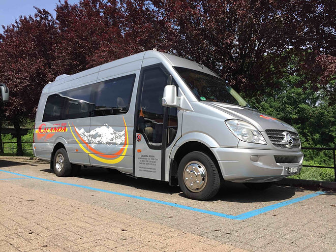 Noleggio bus e minibus con conucente chur svizzera calanda reisen