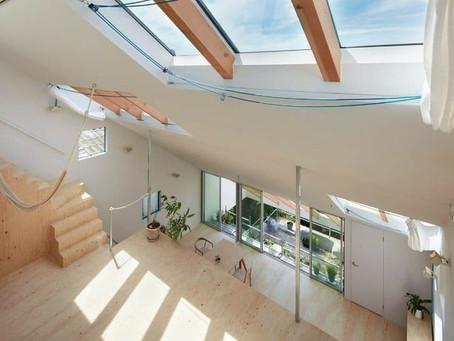 Architettura ed arredamento giapponese nella residenza in collina di Tomohiro Hata.