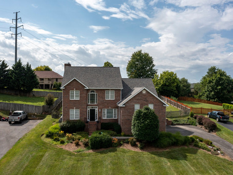 Beautiful Home For Sale in Great Location!
