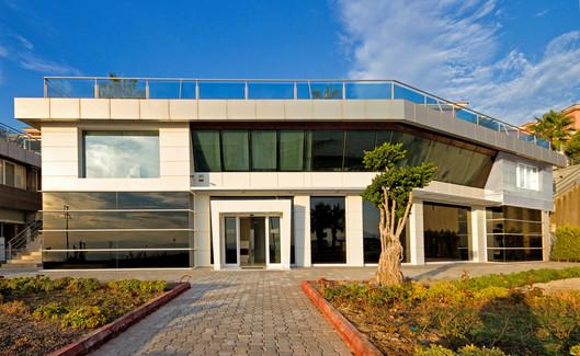 Kusadasi-dentist-office-outdoor