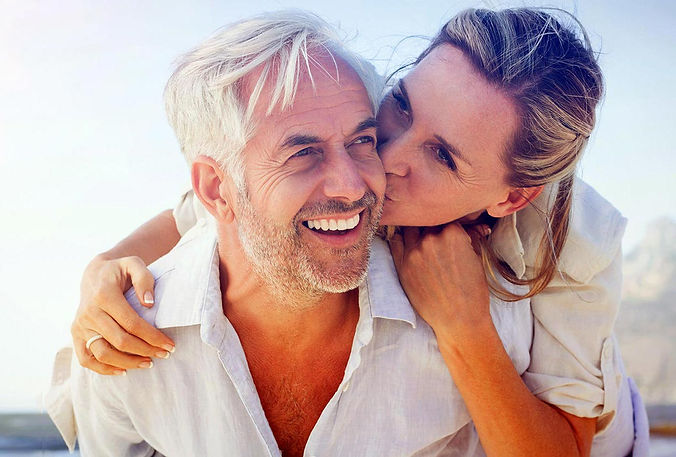 4M-dental-implants-happy-beach-couple-v2