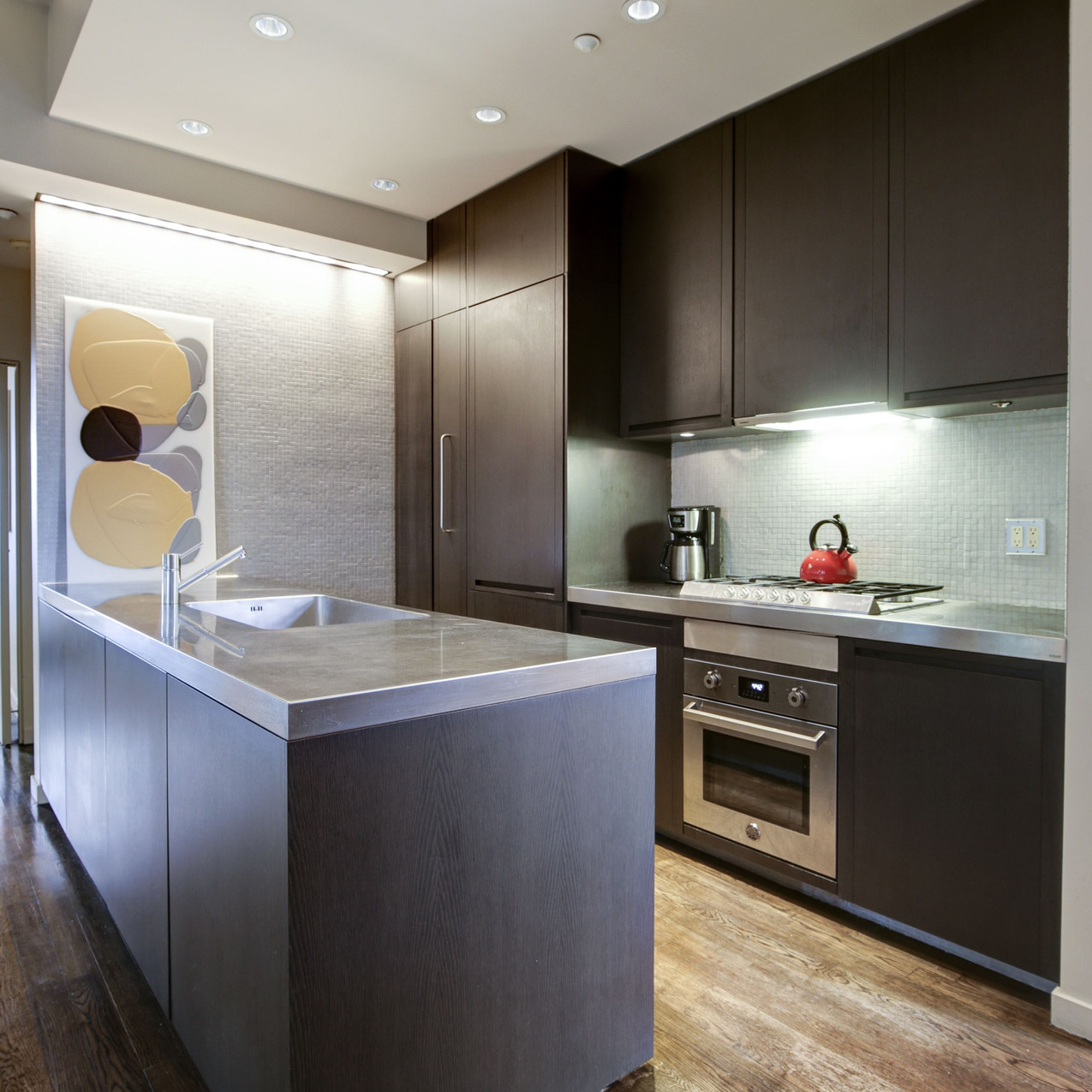 Kitchen: 1500 Vermont Ave NW #3