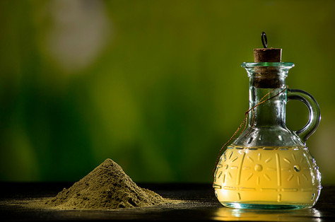Dried leaves powder and Moringa Oleifera oil